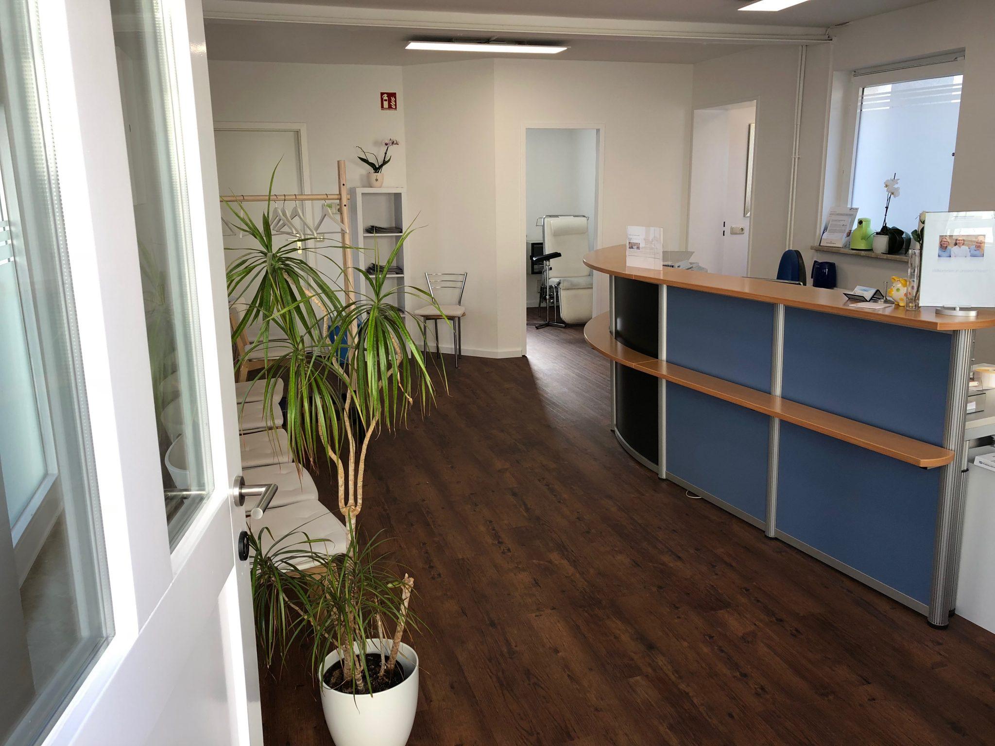 Wartezimmer Hausarztpraxis im Innenhof