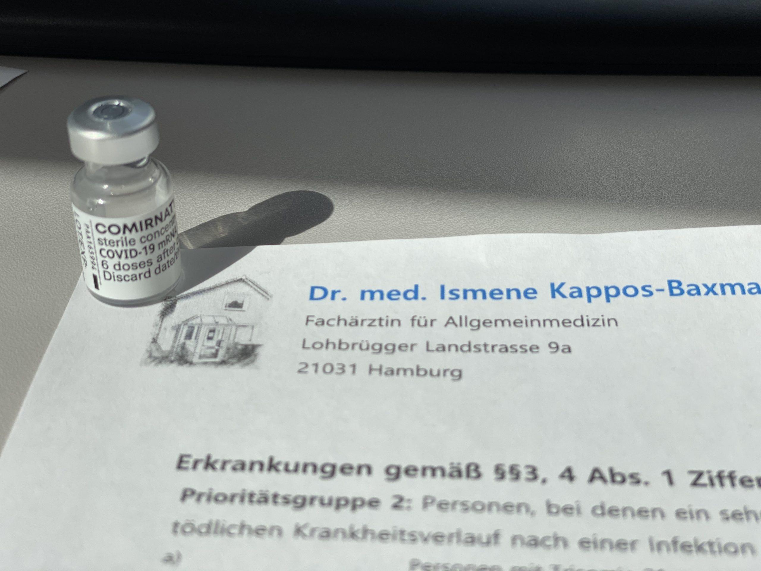 Covid-Impfungen in der Hausarztpraxis im Innenhof
